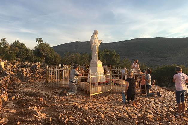 Una Visita A La Virgen De Medjugorje La Trotamundos